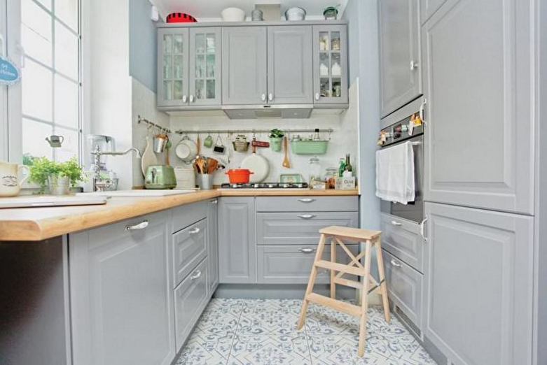 Дизайн узкой кухни