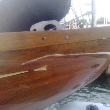 Качественный яхтный лак надежно защитит все деревянные поверхности вашего плавательного средства