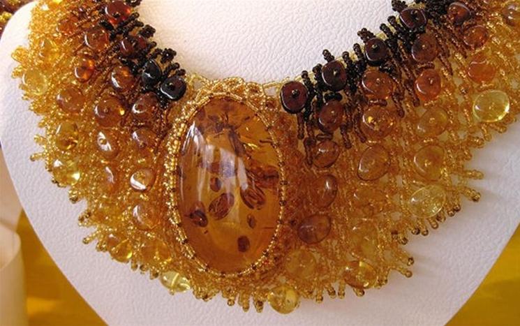Купить изделия из янтаря в Ровно легко, сотрудничая с нашей компанией по умеренным ценам