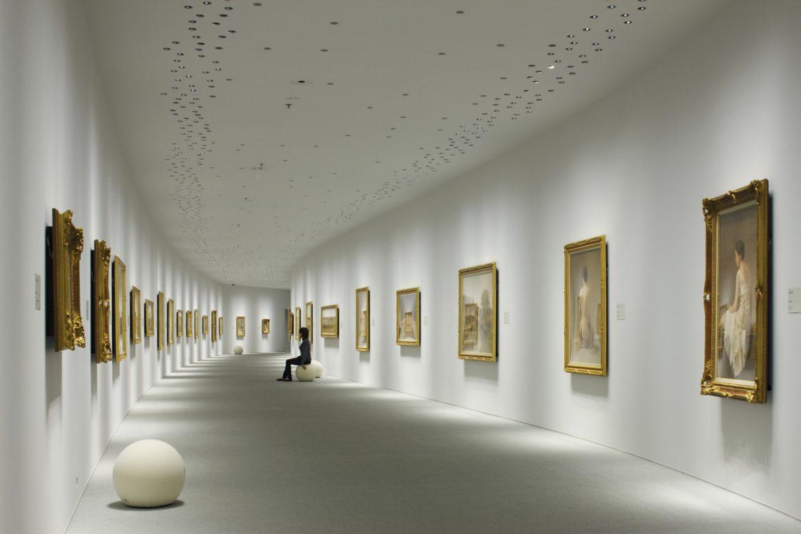 Как организовать освещение для выставочных залов