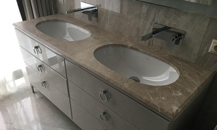 Кварцевые столешницы — идеальное решение для ванной комнаты