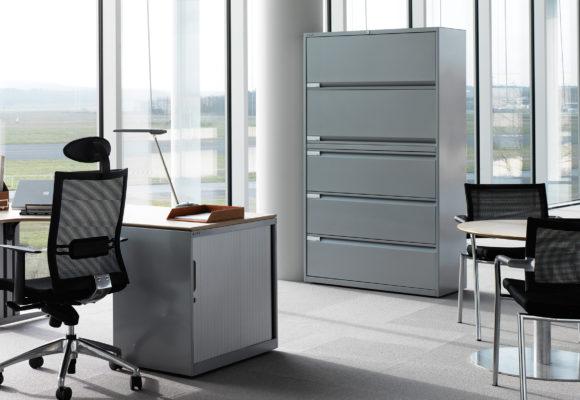 Преимущества использования металлической мебели